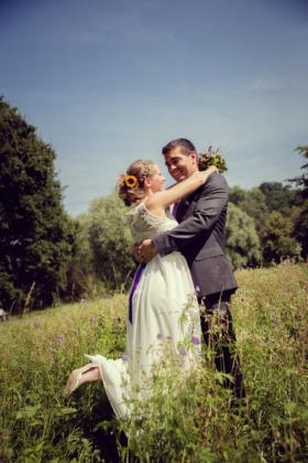 Wiese Hochzeitsfotografie Hochzeit Paarshooting Liebe
