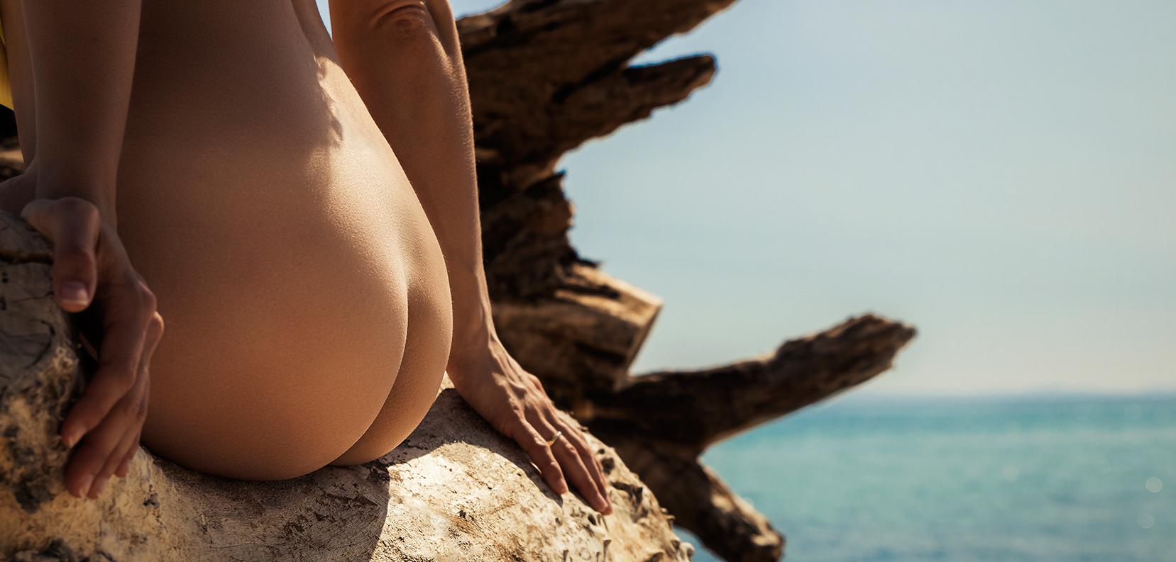 Strand Beach Po Hintern Aktfotografie nackt Baum Baumstamm Körper FKK Outdoor Fotografie