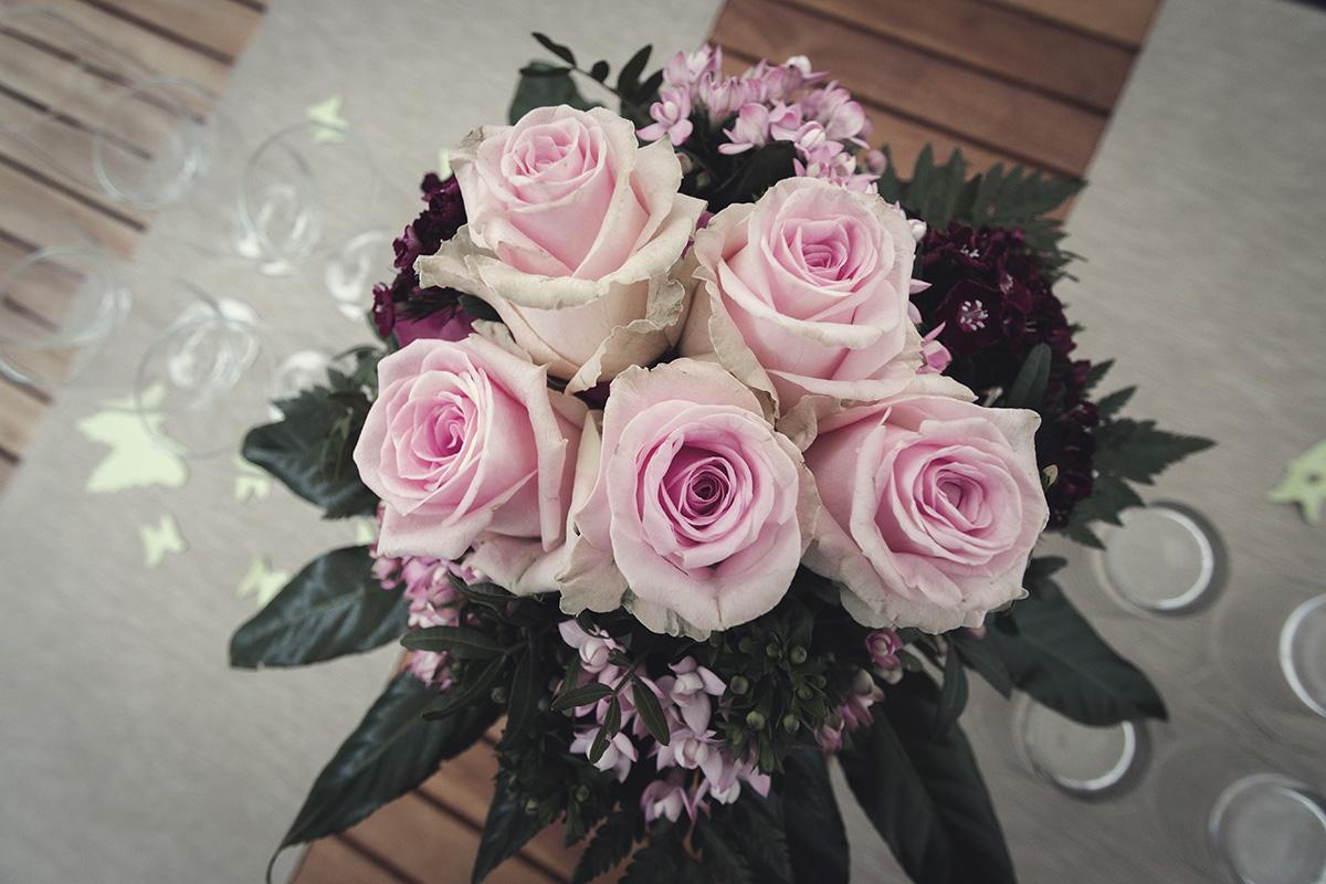 Hochzeitsfotografie Brautstrauß Blumen Hände Paar Braut Bräutigam