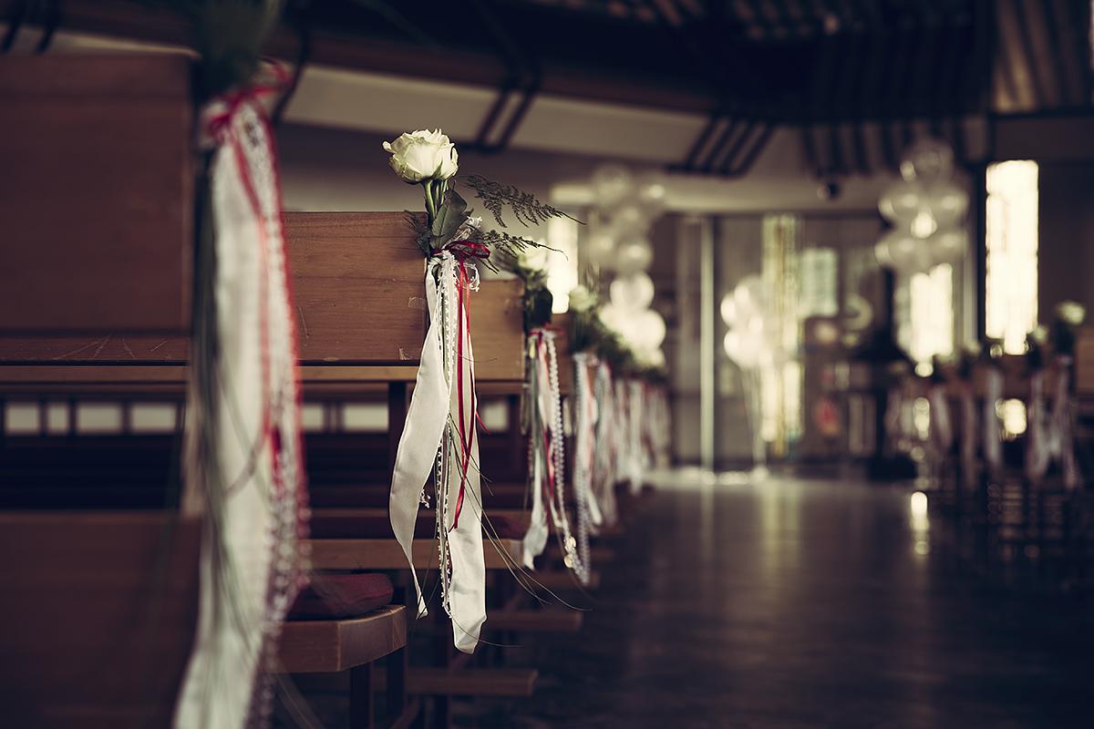 Hochzeitsfotografie Dekoration Blumen Rosen Schmuck Kirche Trauung