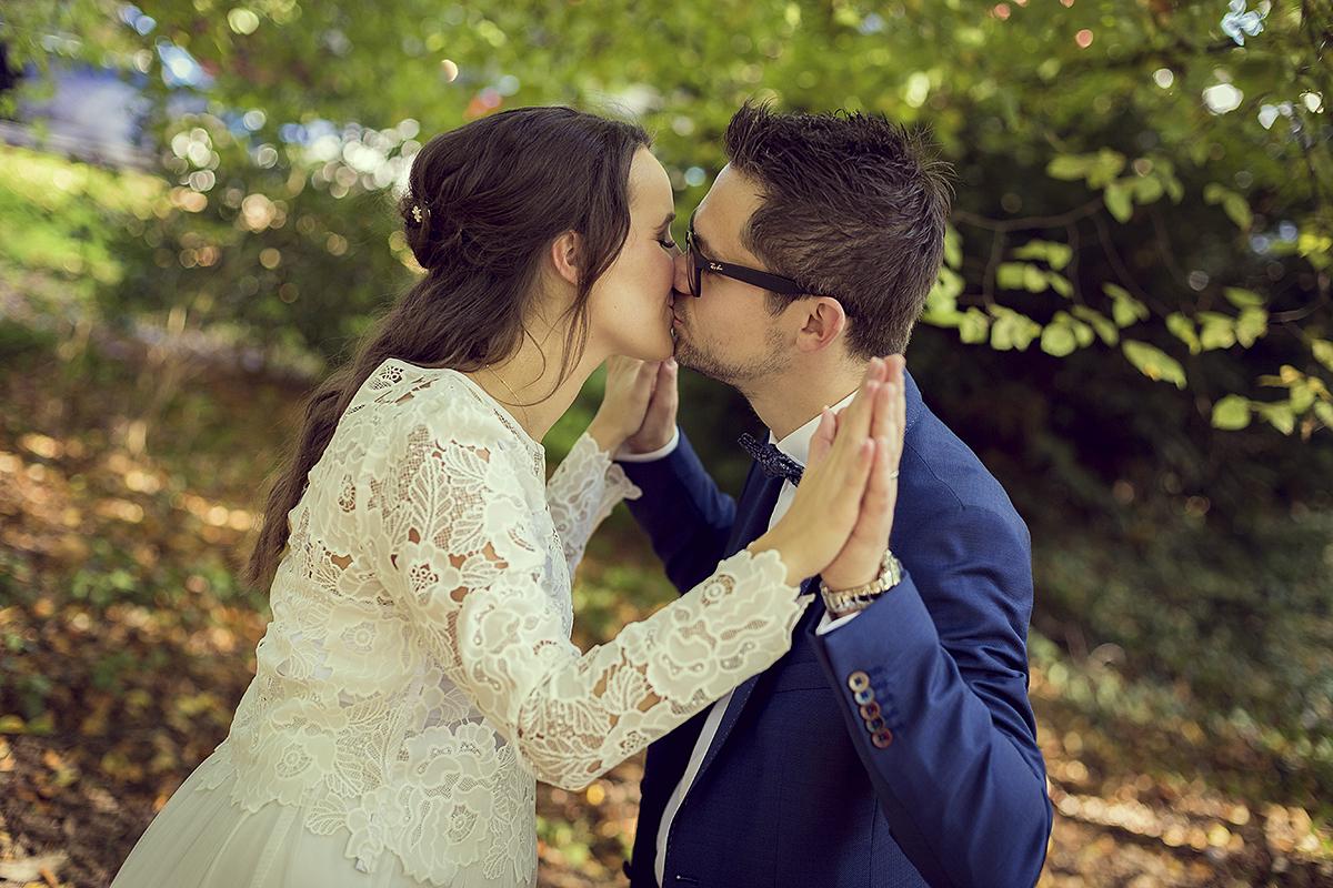 Händchen halten Hochzeit Fotografie Hochzeitsfotografie Trauung Kuss