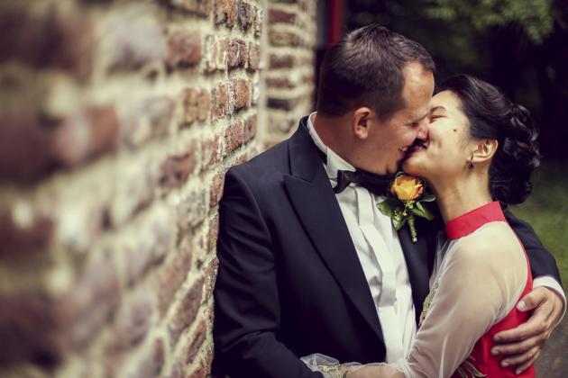 Händchen halten Hochzeit Fotografie Hochzeitsfotografie Trauung Kuss lachen