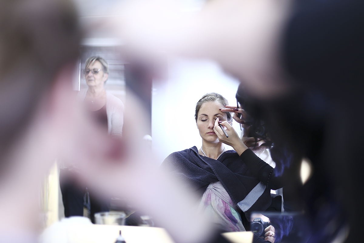 gettingready Hochzeitsfotografie Makeup schminken Lidschatten