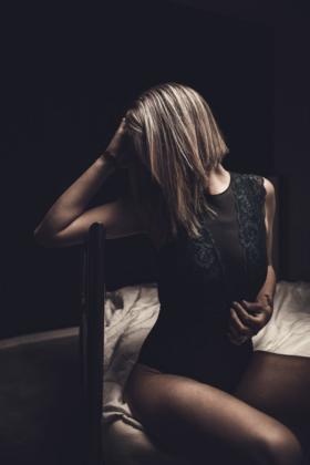 Boudoir Portrait Fotografie Body sexy erotisch  Bett  Homeshooting privat