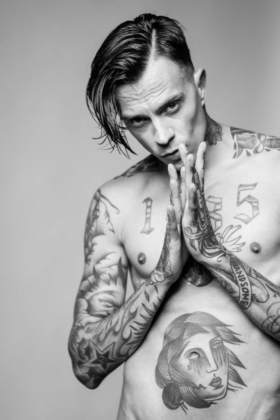 male model schwarzweiß Portrait Tattoos style