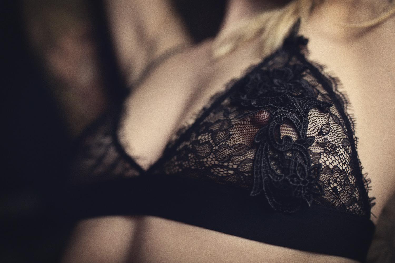 Boudoir Fotografie Unterwäsche BH sexy Nippel Brust Busen Spitze