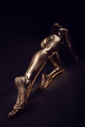 gold vergoldet bodypaint bein fuß fotografie